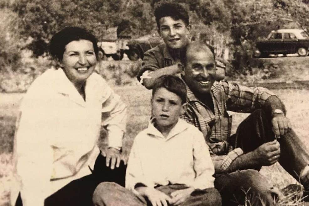 אברהם, רעייתו אסתר אורי ורוני קידר בני של אברהם // באדיבות ארכיון אברהם קידר