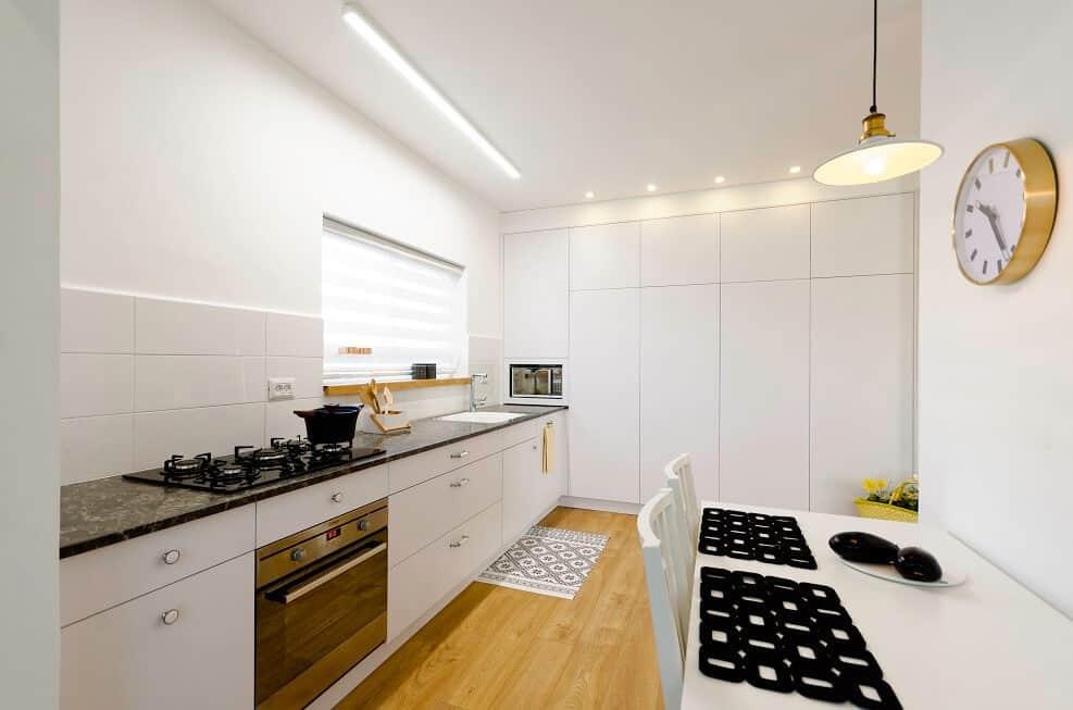 מטבח חדש ומודרני // צילום: יואל אלויה
