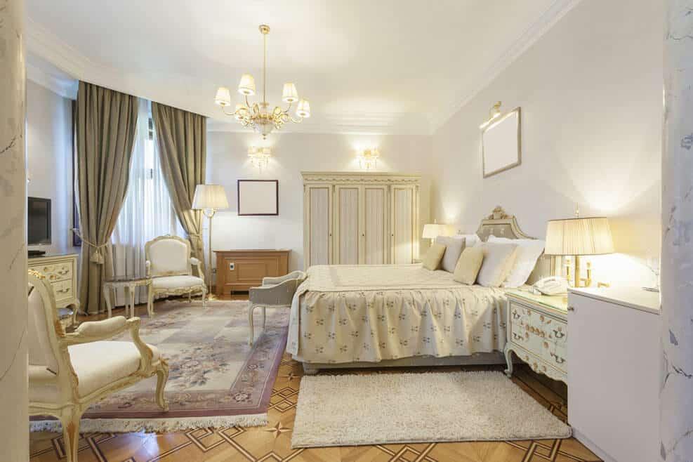 חדר שינה רומנטי בסגנון צרפתי // shutterstock