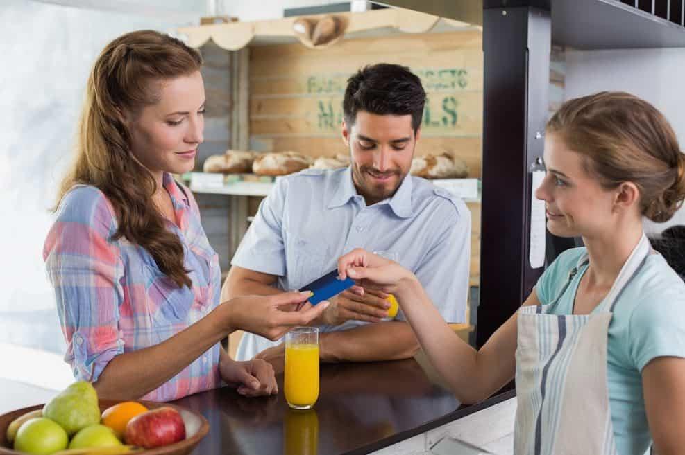 השנה בזבזנו יותר מ-20 מיליארד שקל על מסעדות ובתי קפה // depositphotos