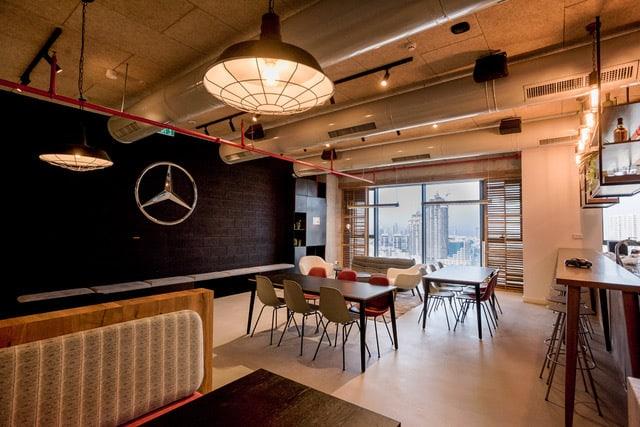 משרדי מרצדס - אדריכלות גינדי סטודיו // צילום: גדי סיירה