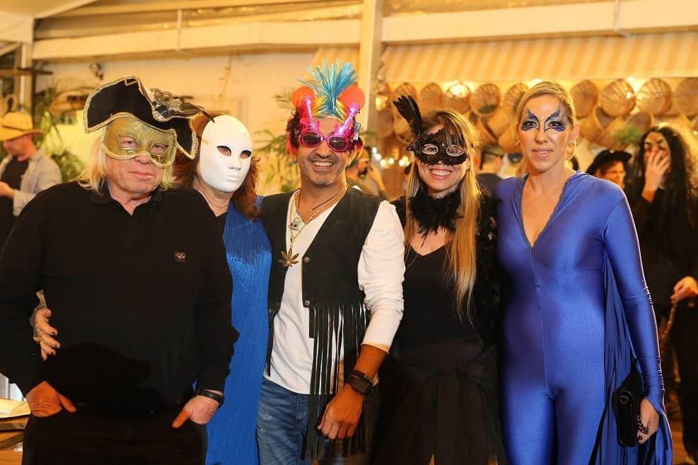 תמונה: מימין גל נרדי, גלי ולד, הוד גמליאל, אורנה ומשה צור // צילום: בני טפירו
