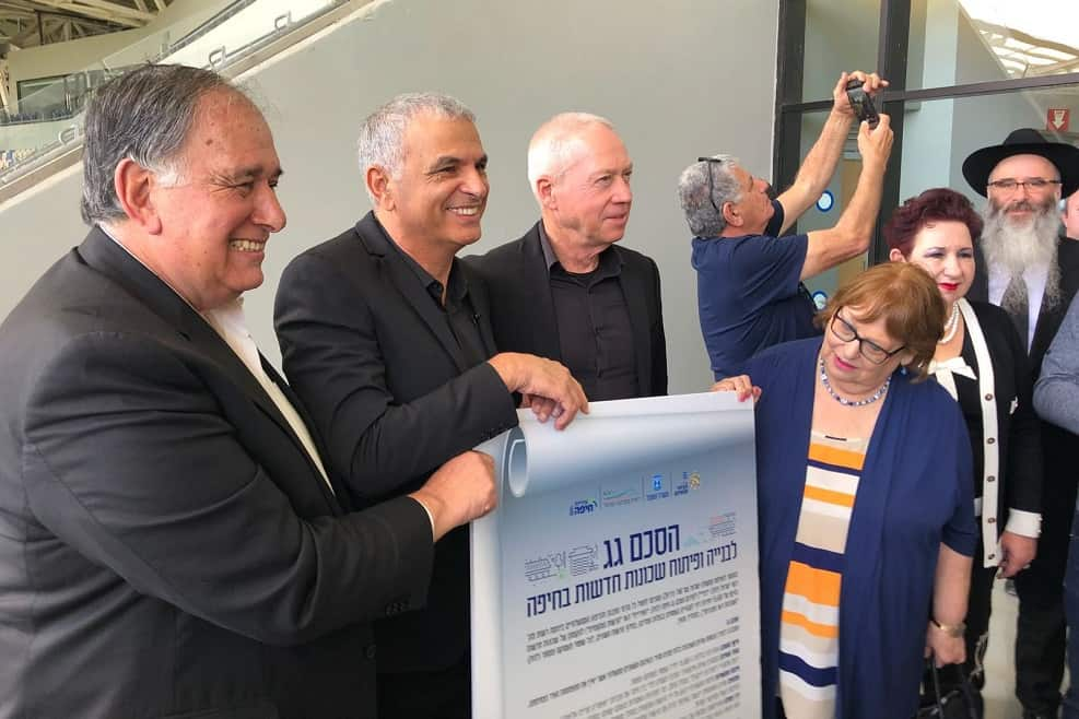 הסכם גג בחיפה - גלנט, כחלון ויהב // צילום: ראובן כהן דוברות עיריית חיפה
