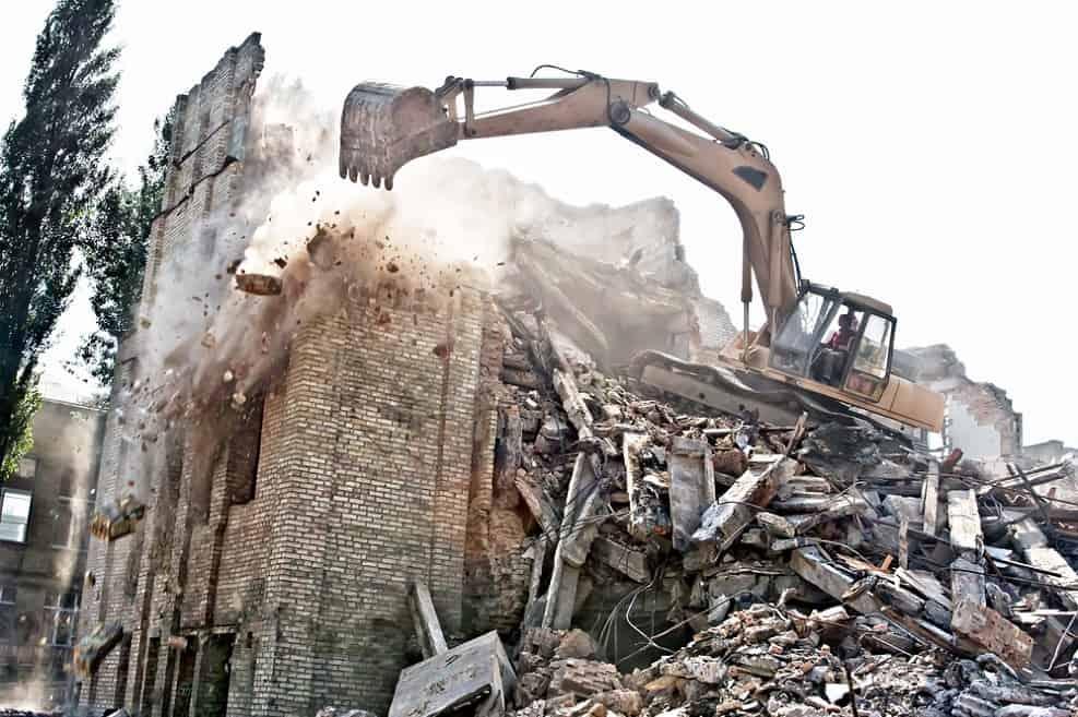 התחדשות עירונית גוברת על הכשרת חריגות בנייה // depositphotos