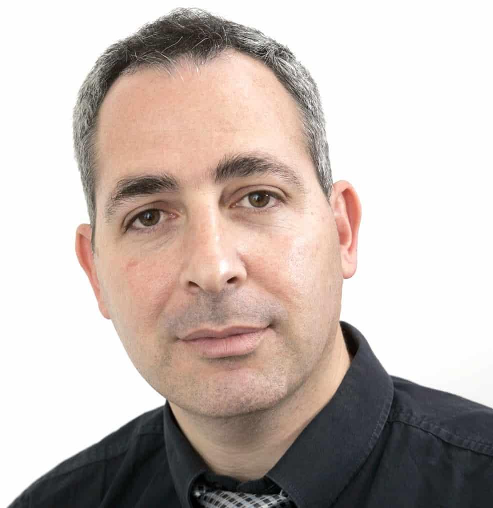 """עו""""ד צבי שוב - מומחה לתכנון ובניה, נדל""""ן והתחדשות עירונית // יחצ"""