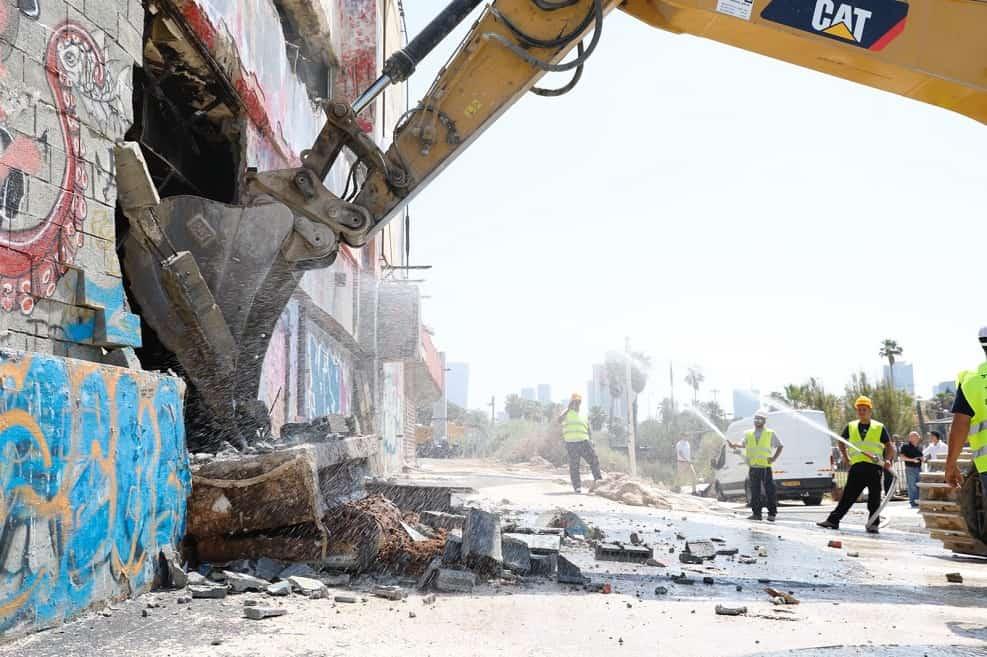 הריסת מבנה הדולפינריום בתל אביב // צילום: גיא יחיאלי