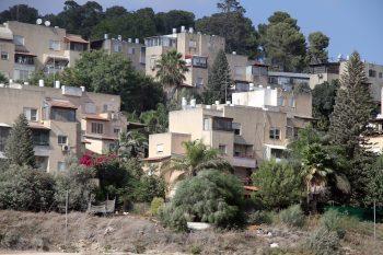 בניינים בפאתי מגדל העמק // בארי אורן