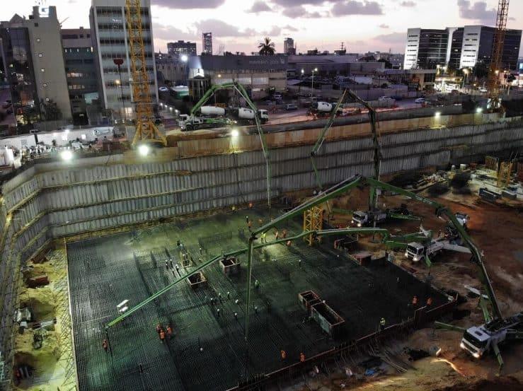 יציקת רפסודה רביעית בפרויקט ב.ס.ר סיטי של חברת ב.ס.ר בבניה של חברת עומר הנדסה ובניה // יחצ