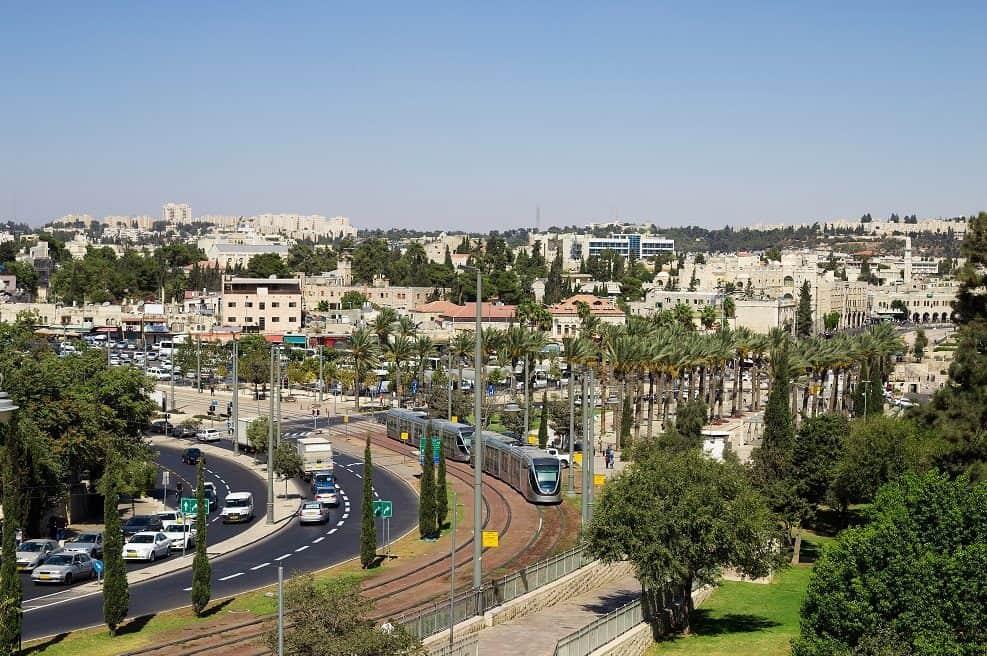 אושרה תכנית לקו הכחול של הרכבת הקלה בירושלים // depositphotos