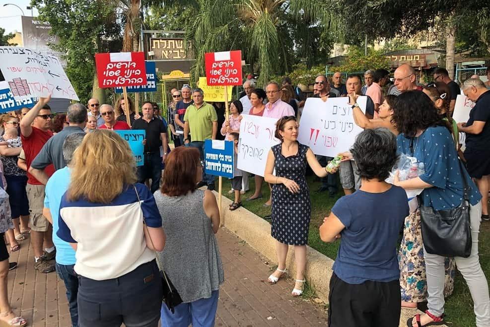 הפגנה בהרצליה תושבים נגד תוכנית שיכון דרום