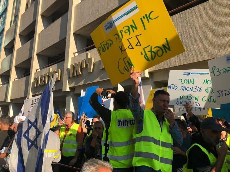 הפגנת עובדי נשר בתל אביב // באדיבות דוברות ההסתדרות.