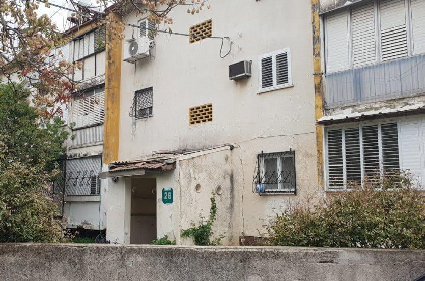 פינוי בינוי ברמת השרון | המבנים הישנים ברחוב שחל ברמת השרון // צילום: מגדילים