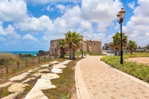 אשקלון: רצועת חוף הים משנה ייעוד לעירוב שימושים // depositphotos
