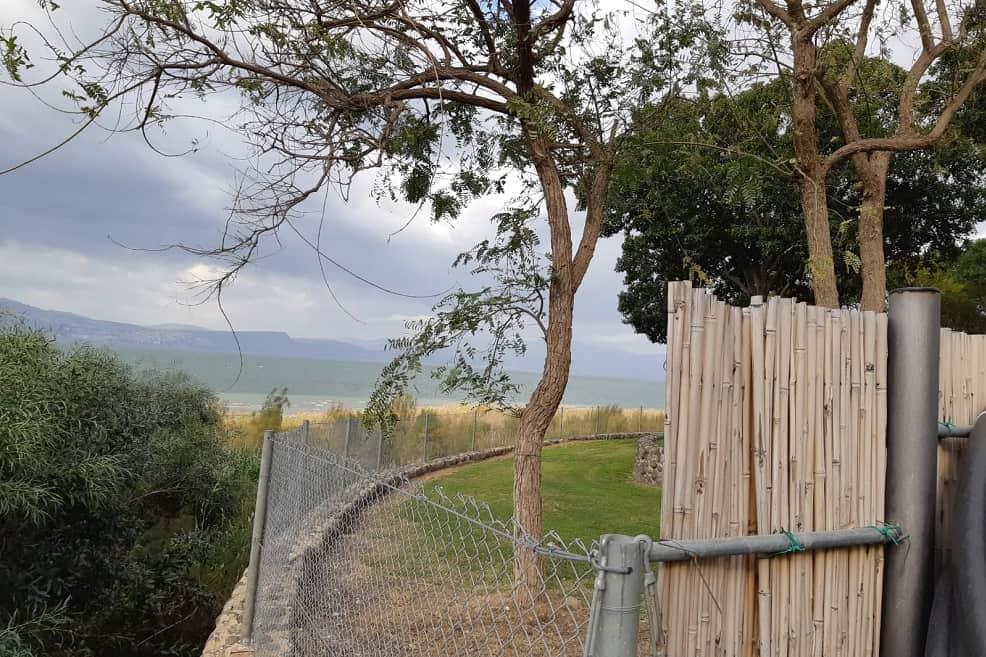 גדר דרומית קיבוץ עין גב // צילום אלי גבאי