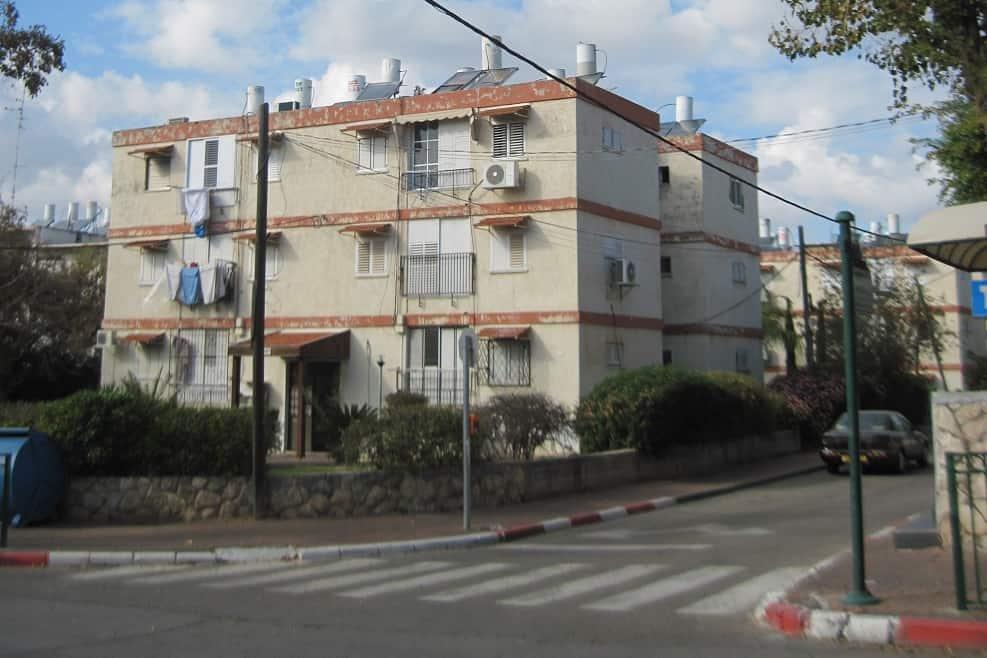 הבניינים הישנים במזכרת בתיה