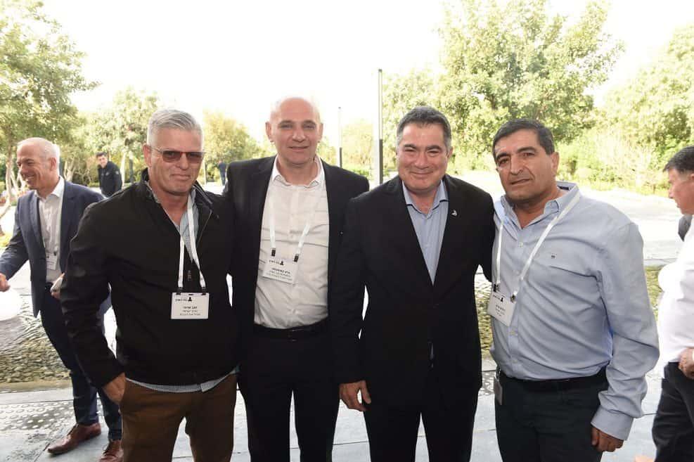 בתמונה מימין לשמאל ניסים פרץ ראול סרוגו גרא קאושנסקי וזאב שרוני // צילום כפיר סיון