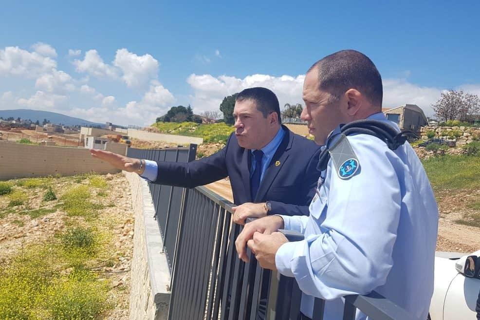 ראש העיר מציג את השכונה החדשה לנציגי צהל // עיריית צפת