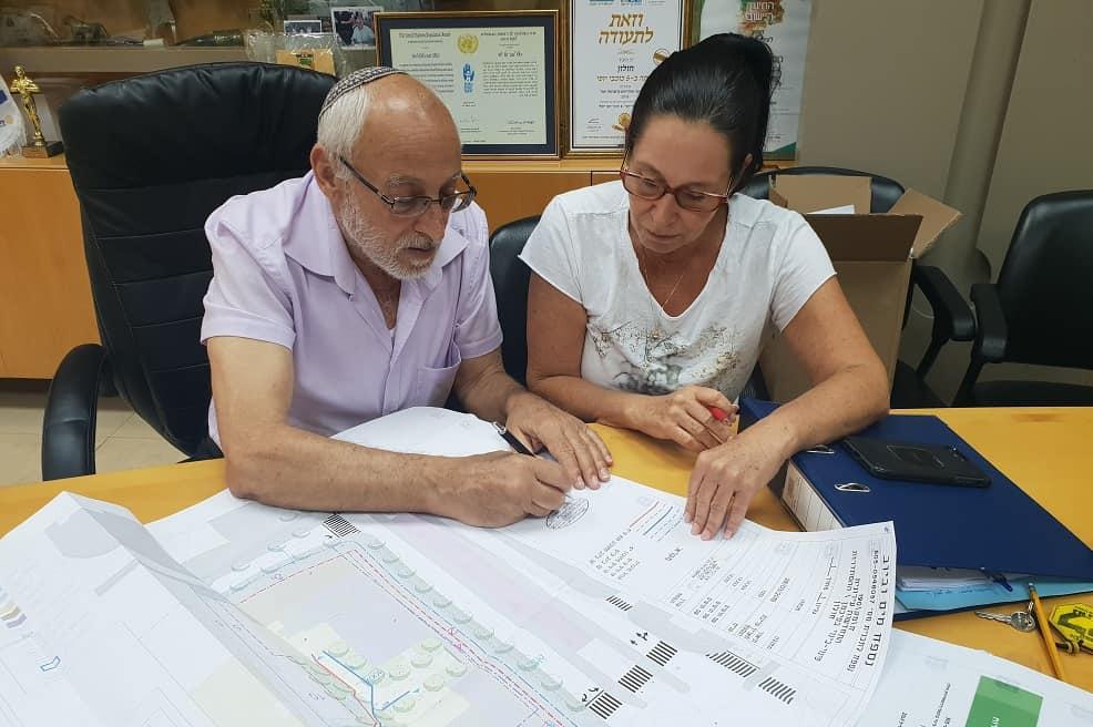 ראש עיריית חולון מוטי ששון ומהנדסת העיר אדר מימי פלג. // צילום: דוברות עיריית חולון