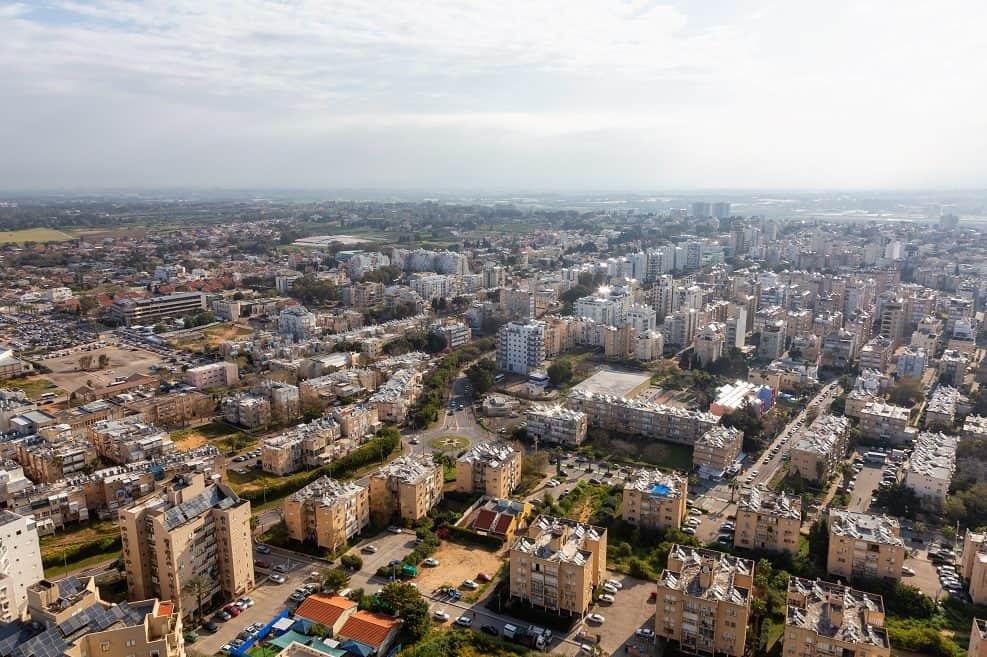 """התחדשות עירונית בנתניה כ- 15 אלף יח""""ד חדשות ייבנו בהתחדשות עירונית // depositphotos"""
