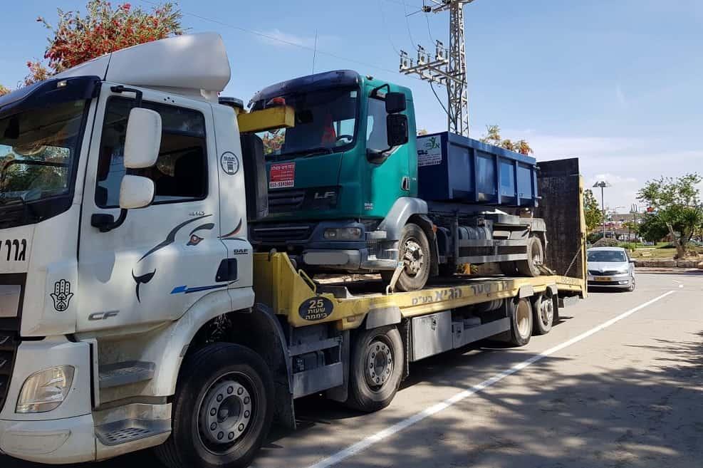 תפיסת המשאית בשדות נגב // צילום:: המשטרה הירוקה, המשרד להגנת הסביבה
