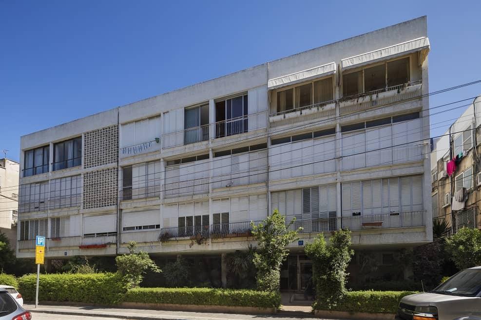 פרויקט פינוי בינוי של מטרופוליס באנטוקולסקי תל אביב בניין קיים // צילום: אסף פינצ'וק