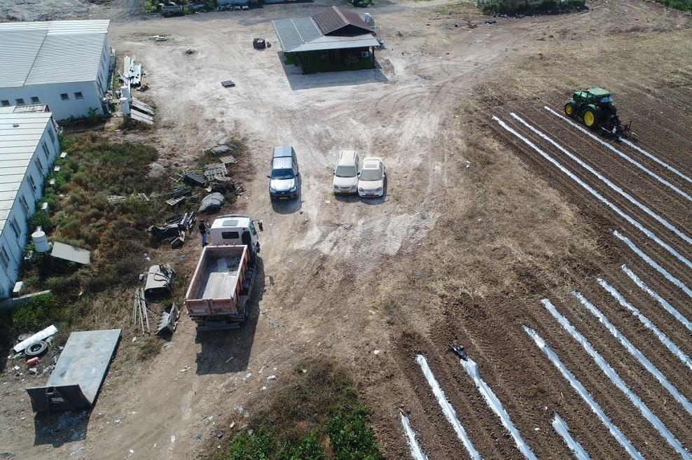 תפיסת השלכות פסולת בניין ממשאית בשטח חקלאי // צילום המשטרה הירוקה המשרד להגנת הסביבה
