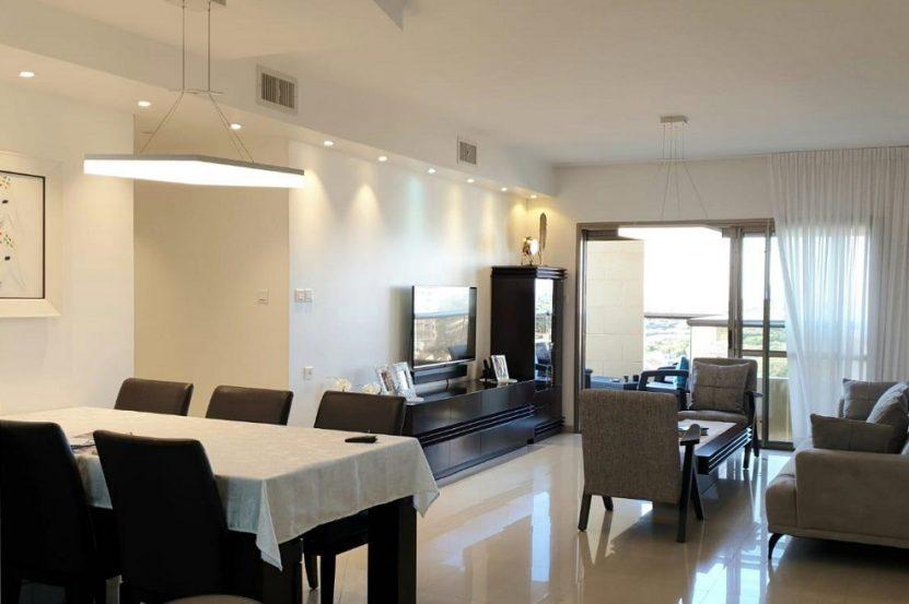 הדירה בבניין ברח' ארליך נתניה // צילום שוש ערער