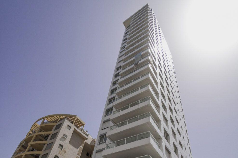 המגדל בנתניה // צילום חיים שאואט