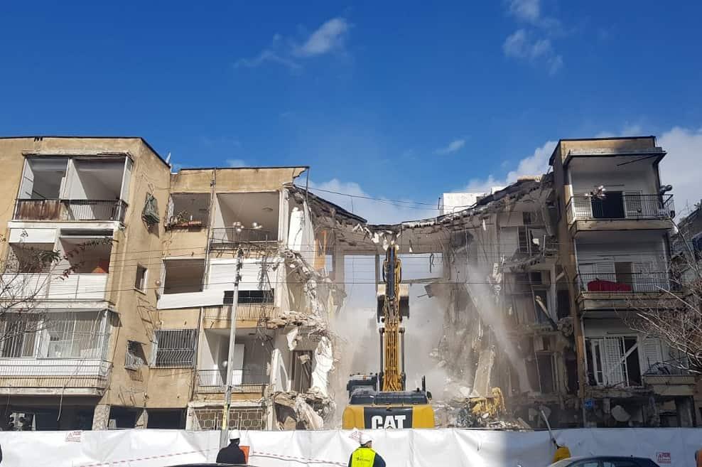 הריסת הבניינים ברח' בודנהיימר // צילום: שחר אריאל