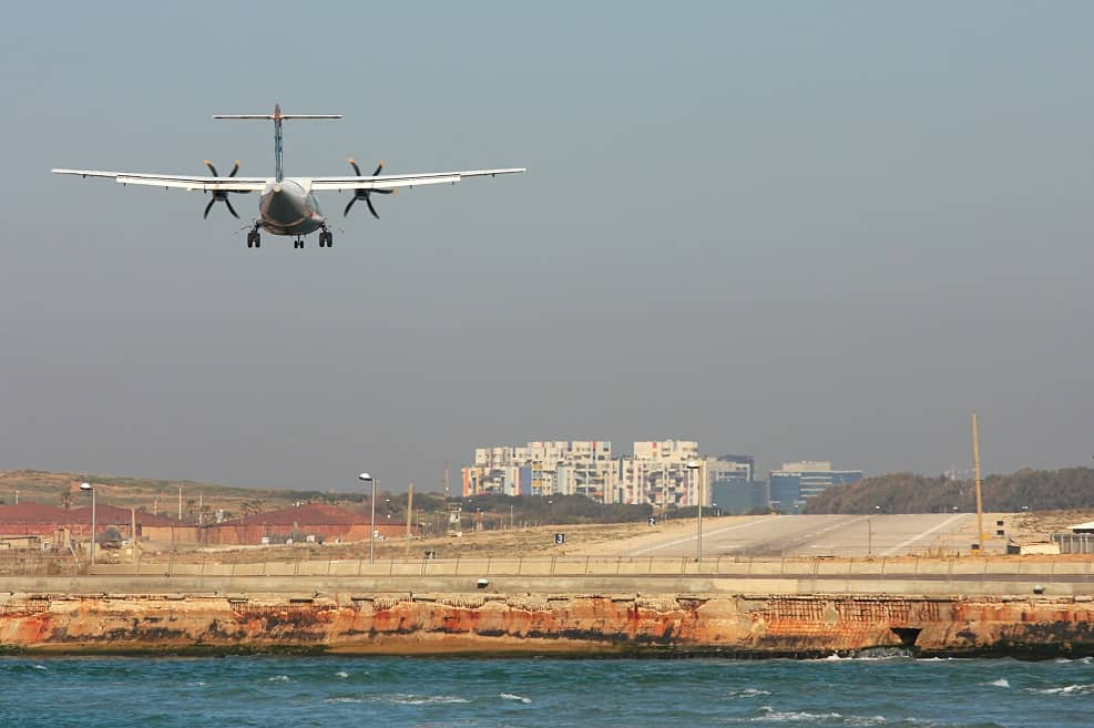 שדה התעופה דב הוז // Depositphotos